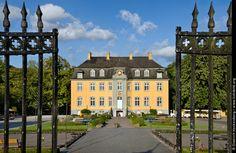 Haus Beck, Bottrop. Blick durch das schmiedeeiserne Tor.Foto Dietrich Hackenberg