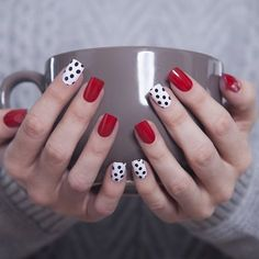 24 glitter gel nail designs for short nails for spring 2019 Dot Nail Art, Polka Dot Nails, Polka Dots, Red Dots, Glitter Gel Nails, Pink Nails, Pastel Nails, Acrylic Nails, Love Nails
