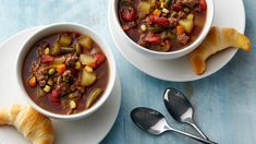 When youve got soup on the mind, this Family Hamburger Soup is a great way to satisfy your craving for a cozy recipe. A few simple ingredients are all you need to bring this soup to the dinner table. Chili Recipes, Soup Recipes, New Recipes, Dinner Recipes, Cooking Recipes, Favorite Recipes, Easy Recipes, Recipies, Cooking Ham
