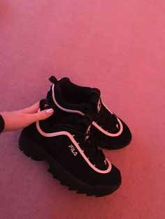 Ces chaussures font partie dune gamme exclusive de JD et sont très confortable These shoes are part of an exclusive range of JD and are very comfortable Nike Air Shoes, Nike Air Max, Souliers Nike, Sneakers Fashion, Fashion Shoes, Fashion Fashion, Runway Fashion, Fashion Dresses, Fashion Trends
