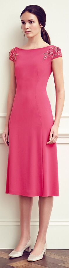 The complete Jenny Packham Resort 2015 fashion show now on Vogue Runway. Casual Day Dresses, Modest Outfits, Modest Fashion, Short Dresses, Dresses For Work, Midi Dresses, Modest Dresses, Spring Dresses, Party Dresses