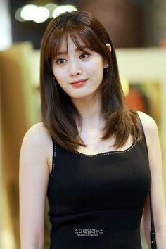 Reject the Binary - Korean Hair Korean Hairstyle Medium Bangs, Asian Hair Bangs, Korean Short Hair, Long Hair With Bangs, Haircuts For Long Hair, Girl Haircuts, My Hairstyle, Hairstyles With Bangs, Korean Bangs