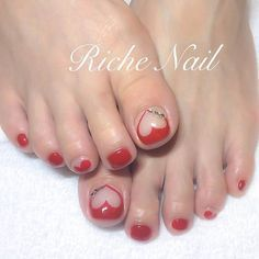 Looking for ways to amp up your toes this summer? If you're always in search for some cute and creative nail designs for your nails, you're at the right place. Sandal season is near so there's no reason not to do some nail art Toenail Art Designs, Heart Nail Designs, Creative Nail Designs, Creative Nails, Simple Toe Nails, Pretty Toe Nails, Pedicure Nail Art, Toe Nail Art, Gel Nagel Design