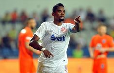 Cameroon football star and former Chelsea striker Samuel Eto'o has been dropped by his club, Antalyaspor, after he claimed on social media that people didn't… Youtube Spanish, Mario Gomez, Sports Website, Hull City, Latest Tops, Everton, Liverpool, Soccer, Football