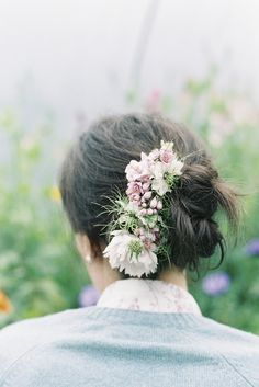 Pink anemone and white nigella bridal flower comb, image by taylorandporter.co.uk