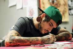 New Piercing Men Earrings Guys Gauges Ideas Hot Guys Tattoos, Sexy Tattoos, Body Art Tattoos, Tattoo Ink, Sexy Tattooed Men, Pleasing People, Piercings For Girls, Men's Piercings, Black White Tattoos