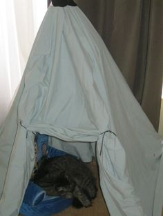 Living At The Whitehead's Zoo: Tepee Reading Nook #DIY #KIDS #Reading