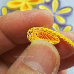Image With Corrugated Cardboard: Quilling Tech . / Quilling is the art of making shots, o Quilling Flower Designs, Quilling Flowers Tutorial, Quilling Instructions, Paper Quilling Flowers, Paper Quilling Patterns, Paper Quilling Jewelry, Origami And Quilling, Quilling Paper Craft, Quilling Ideas