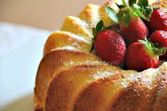 Lemon and Almond Bundt Cake by Vegie Head using almond milk. We suggest using Original Almond Breeze. #vegan #cake #dessert #almondmilk #almondbreeze #lemon #delicious #dairyfree http://www.vegiehead.com/desserts.html