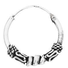 """Les boucles d'oreilles """"Créoles Ornament"""" sont décorées d'un motif détaillé avec différents ornements. Elles sont en argent Sterling 925 et mesurent 1,5 cm de diamètre."""