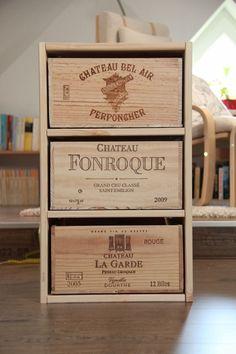 Schubladenschrank aus Weinkisten / Cupboard made from wine crates / Upcycling Mehr ähnliche tolle Projekte und Ideen wie im Bild vorgestellt findest du auch in unserem Magazin . Wir freuen uns auf deinen Besuch. Liebe Grüße