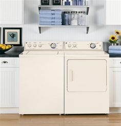 If you're looking for a more traditional aesthetic in your laundry room, we have washer and dryer models to complement.