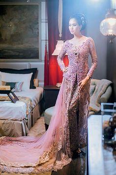 Kebaya Lace, Batik Kebaya, Kebaya Dress, Muslim Wedding Dresses, Pink Wedding Dresses, Indonesian Kebaya, Kebaya Wedding, Look Short, Pakistani Outfits
