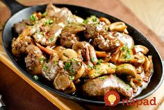 Slow Cooker Chicken Livers - Try these chicken livers chopped and sauteed with bacon and mushrooms, slow cooked with white wine and golden mushroom soup. Meat Recipes, Chicken Recipes, Cooking Recipes, Healthy Recipes, How To Cook Liver, How To Cook Beef, Guisado, Liver And Onions, Beef Liver