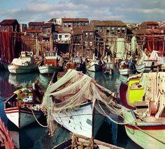 "Ara Güler (b. is a Turkish Armenian photojournalist, nicknamed ""the Eye of Istanbul"" or ""the Photographer of Istanbul"". He is conside. Artistic Photography, Color Photography, Film Photography, Sinbad The Sailor, Fotojournalismus, Float Your Boat, Paris Match, Hagia Sophia, Richard Avedon"