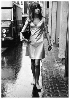 Jean Shrimpton (born 6 November Buckinghamshire, England) is an English model and actress. She was an icon of Swinging London and is considered to be one of the world's first supermodels. Style Année 60, Looks Style, Mode Style, Style Icons, 70s Icons, Retro Style, Terry O Neill, Jean Shrimpton, Chrissie Shrimpton