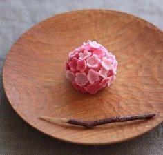 Sakura 桜🌸 Cherry Blossom Sweet Japanese Deserts, Japanese Pastries, Japanese Sweets, Japanese Food, Japanese Wagashi, Mochi, Pink Sweets, Magic Recipe, Pastry Art