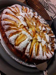 Μηλόπιτα Γερμανική !!!! ~ ΜΑΓΕΙΡΙΚΗ ΚΑΙ ΣΥΝΤΑΓΕΣ 2 Greek Desserts, Greek Recipes, Almond Coconut Cake, Chocolate Pies, Food Decoration, Cake Cookies, Apple Pie, Nutella, Bakery