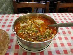 El cocido montañés es el plato de cuchara típico por excelencia en Cantabria. Históricamente se cree que data del siglo XVII.