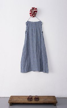 To find a simple dress (not gingham) that could be worn all sorts of different… Simple Dresses, Summer Dresses, Summer Outfits, Look Fashion, Fashion Design, Linen Dresses, Mode Inspiration, Mode Style, Sewing Clothes