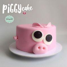 Torta Cerdito en Medellín por Dulcepastel.com - Piggy cake in Medellín by Dulcepastel.com - #piggycake #pig #piggy #tortacerdito #cochinito #cerdito 🐷🐽🐖 #tortasmedellin Pig Birthday Cakes, Birthday Cake Girls, Mini Cakes, Cupcake Cakes, Crossfit Cake, Piggy Cake, Pig Cookies, Animal Cakes, Dog Cakes