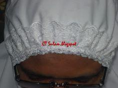 Mari kita belajar cara2 nak menjahit muka telekung Firstly gunting kain seperti yg ditunjukkan di atas. Ukuran lebarnya 4 1/2 inci dan p...
