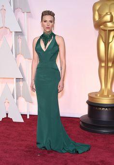 Scarlett Johansson en Atelier Versace http://www.vogue.fr/mode/inspirations/diaporama/les-oscars-2015/19224
