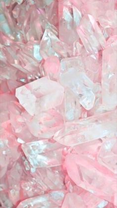 Rose Quartz, also called the Love Stone, Pink Quartz, or Bohemian Ruby. it is to many connected with unconditional love, that opens the heart. Rose quartz has supposedly high 'energy' that can enhance love. Pink Love, Pretty In Pink, Hot Pink, Pretty Girls, Crystals And Gemstones, Stones And Crystals, Pink Gemstones, Healing Crystals, Tout Rose