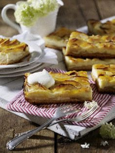 Apfel-Käse-Blechkuchen Strudel, Apple Pear, Baking Recipes, Backwaren, I Love Chocolate, Honey, Cheesecake Recipes, Apple Cakes, Brownies