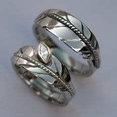 Oshkigin (New Growth) white gold wedding rings by ZhaawanArt Unieke Trouwringen