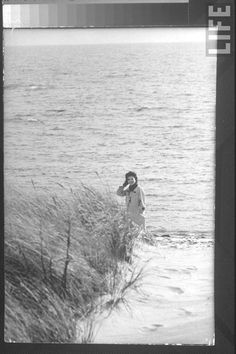 #Jackie_Photos   http://en.wikipedia.org/wiki/Jacqueline_Kennedy_Onassis     Jacqueline Kennedy, wife of Dem. Pres. cand., taking a quiet walk along beach nr. the Kennedy compound on election day.❤✩❤✩❤✩❤