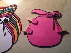 leuk om als zelfstandige activiteit aan te bieden in het thema sinterklaas Cadeautjes in de zak van zwarte piet - sorteren