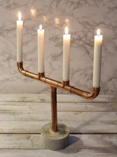 Candlestick of copper pipes with a concrete base (tutorial in Swedish). Candlestick of copper pipes with a concrete base (tutorial in Swedish). Concrete Crafts, Concrete Projects, Diy Projects, Cement Art, Concrete Art, Papercrete, Light Crafts, Diy Interior, Candlesticks