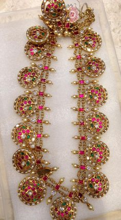 22 carat gold ruby bottu mala with pearls drops. Indian Wedding Jewelry, Bridal Jewelry, Jewelry Gifts, Gold Jewellery Design, Gold Jewelry, Antic Jewellery, Gold Necklaces, India Jewelry, Jewelry Patterns