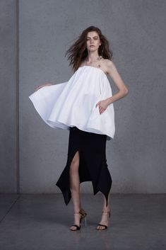 Designer Toni Maticevski has mastered the art of casualdrama. It's an absolute oxymoron, I know. But how else would you describe the Sydney based designer's knack for creating the most theatrical silhouettes, with largeruffles and high volumes - but yet, convincing us that mostof his