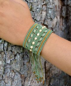 Macrame armband bohemien stijl macrame sieraden etnische Hippie Jewelry, Macrame Jewelry, Macrame Bracelets, Diy Jewelry, Anklet Bracelet, Anklets, Card Weaving, Micro Macrame, Hobbies And Crafts