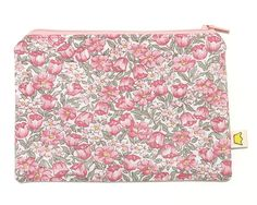 Zippered pouch pink flowers by givemeacrown on Etsy