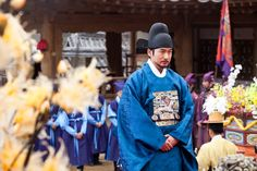 The King's Doctor (Hangul: 마의; hanja: 馬醫; RR: Ma-ui; lit. Horse Doctor) is a 2012 South Korean television series depicting Baek Gwang-hyeon (1625–1697), Joseon Dynasty veterinarian, starring Jo Seung-woo and Lee Yo-won. It aired onMBC.The life of a Joseon-era low-class veterinarian specializing in the treatment of horses, who rises to become the royal physician in charge of the King's health. 백광현 조승우