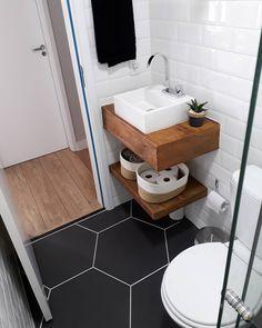 """2,856 curtidas, 93 comentários - Apartamento 704 (@apto.704) no Instagram: """"Outro ângulo... ❤ #banheiro #hexagonal #banheiropequeno #Banheirosocial #metrowhite…"""""""
