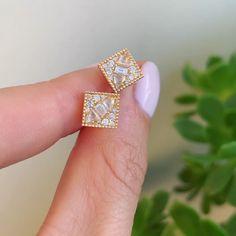 Perfect diamond cluster earrings by Berlinger Source by berlingerjewelry Jewelry Dainty Jewelry, Crystal Jewelry, Silver Jewelry, Jewelry Accessories, Fine Jewelry, Jewelry Design, Diamond Jewelry, Diamond Earrings, Costume Jewelry Rings