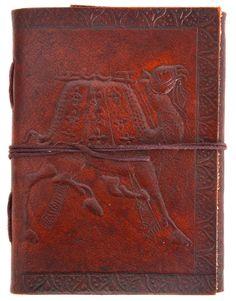 """Mit dem Buch """"Dalena"""" erhältst Du eine tolle Gelegenheit, Deine Gedanken, Deine Fotos oder Deine Skizzen auf außergewöhnlicher Art und Weise festzuhalten. Der einmalig schöne Ledereinband aus naturgegerbtem und geprägtem, dunkelbraunem Rindsleder bildet dabei eine schöne Hülle - Ledereinband - Vintage - Gusti Leder - P9"""