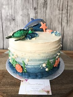 Buttercream sea cake. Thème animaux de la mer Dolphin Birthday Cakes, Dolphin Cakes, Aquarium Cake, Fiesta Cake, Sea Cakes, Cake Decorating Supplies, Dessert Decoration, Vegan Cake, Love Cake