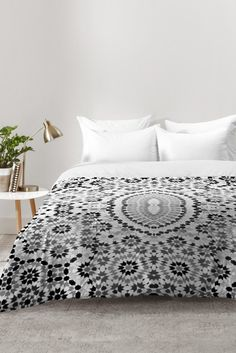 Amy Sia Morocco Black and White Comforter – Hazir Site Cheap Room Decor, Cheap Rooms, Shabby Chic Bedrooms, Trendy Bedroom, Furniture Layout, Bedroom Furniture, Cosy Home Decor, Bedroom Corner, First Apartment Decorating