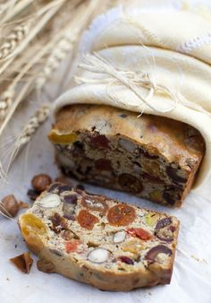 Nuts and dried fruits cake