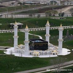 Architecture Discover from: تصميم Mosque Architecture, Religious Architecture, Beautiful Architecture, Beautiful Buildings, Art And Architecture, Ancient Architecture, Islamic Images, Islamic Art, Beautiful Mosques