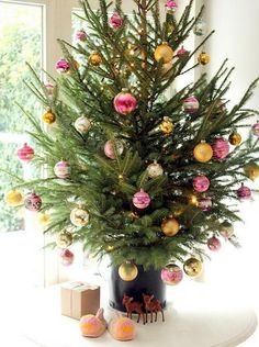 Beautiful Christmas tree decorating inspiration to bring out the magic of the holidays in your home.