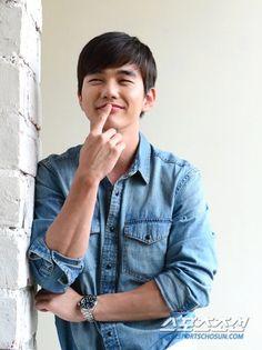 oc koala uploaded this image to 'Yoo Seung Ho'.  See the album on Photobucket.