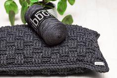 Gratis opskrift: kurvemønstrede puder 30 x 50 cm & 40 x 40 cm - Rito. Free Pattern, Knit Crochet, Diy And Crafts, Ribbon, Knitting, Decor, Throw Pillows, Grey, Chopsticks