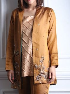 Simple Kurta Designs, Stylish Dress Designs, Kurta Designs Women, Dress Neck Designs, Stylish Dresses, Casual Dresses, Fashion Dresses, Velvet Pakistani Dress, Pakistani Fancy Dresses