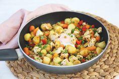 Kip-groentenschotel - Lekker en Simpel Pasta, Stir Fry, Fruit Salad, Potato Salad, A Food, Fries, Baking, Ethnic Recipes, Week 5
